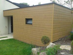 Extension de maison et bardage bois par la menuiserie Merlet Luc en aménagement extérieur