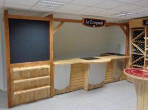 Fabrication et pose d'un meuble d'accueil pour l'agencement intérieur sur Les Herbiers par Merlet Luc